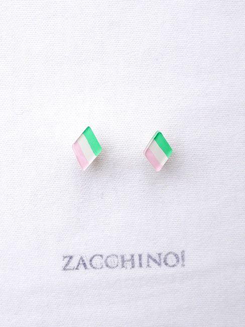 Zacchino!のゆるいイラストがピアスになりました。イラストはひとつひとつ手描きで、丁寧に作っています。ひな祭りの「菱餅」をモチーフにしたちょっとユニーク... ハンドメイド、手作り、手仕事品の通販・販売・購入ならCreema。