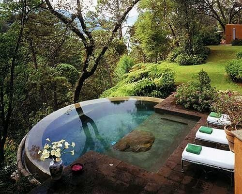 Relaxation Zone in the middle of the nature, with a mini pool, beach chairs and a lot of green!