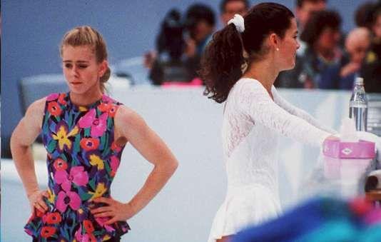 """Le duel Tonya Harding et Nancy Kerrigan fantasme dune Amérique avide de mélodrames - Ses cuisses musculeuses nont pas tremblé. La jeune femme queue-de-cheval tirée et frange bombée ne peut réprimer un cri de joie. Ses mains se serrent brièvement en poings avant de reprendre leur chorégraphie. - http://ift.tt/2Gxy5kD - \""""lemonde a la une\"""" ifttt le monde.fr - actualités  - February 21 2018 at 09:11AM"""