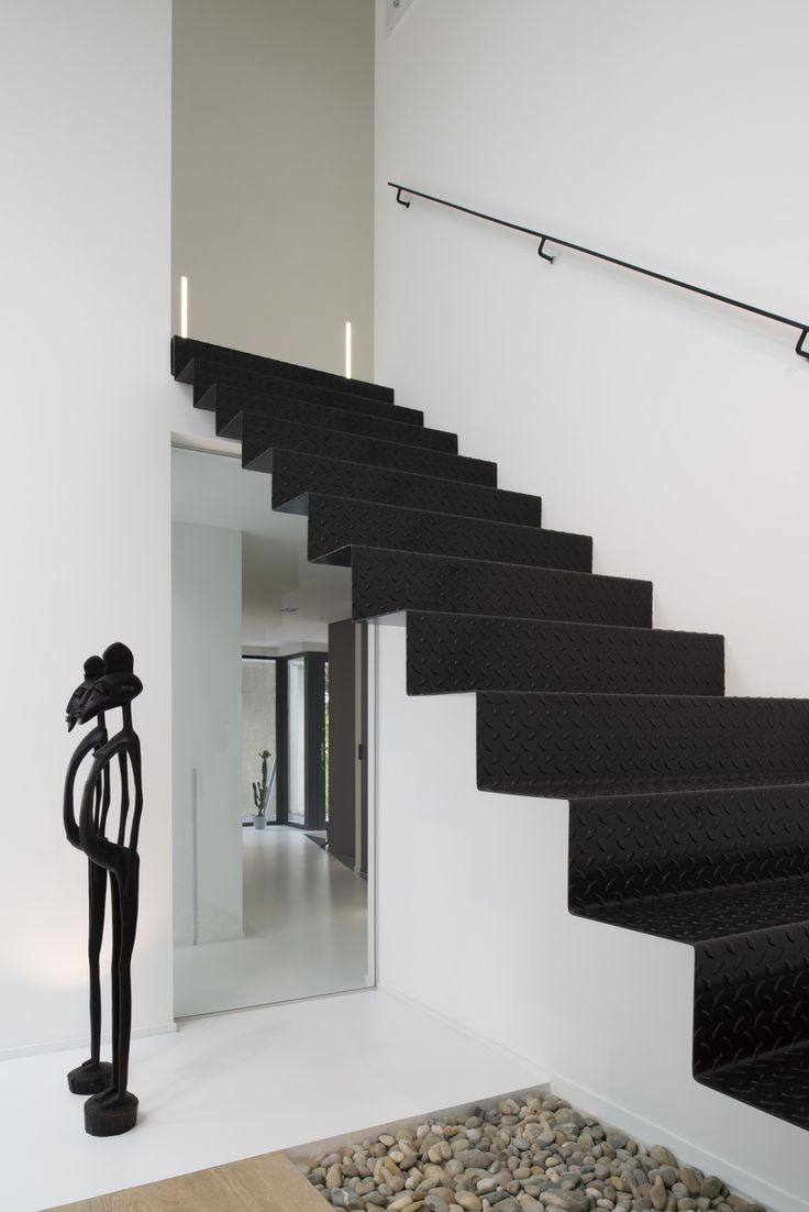 25 beste idee n over zwarte trap op pinterest zwart geschilderde trap trappen en trappenhuis
