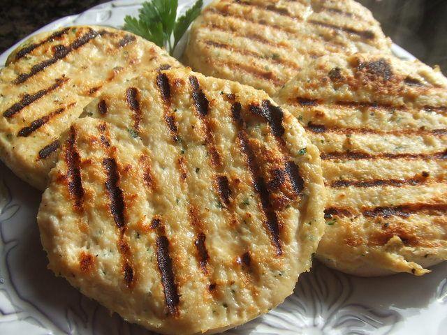#Hamburguesas de #pollo #caseras. Ver receta: http://www.mis-recetas.org/recetas/show/40809-hamburguesas-de-pollo-caseras
