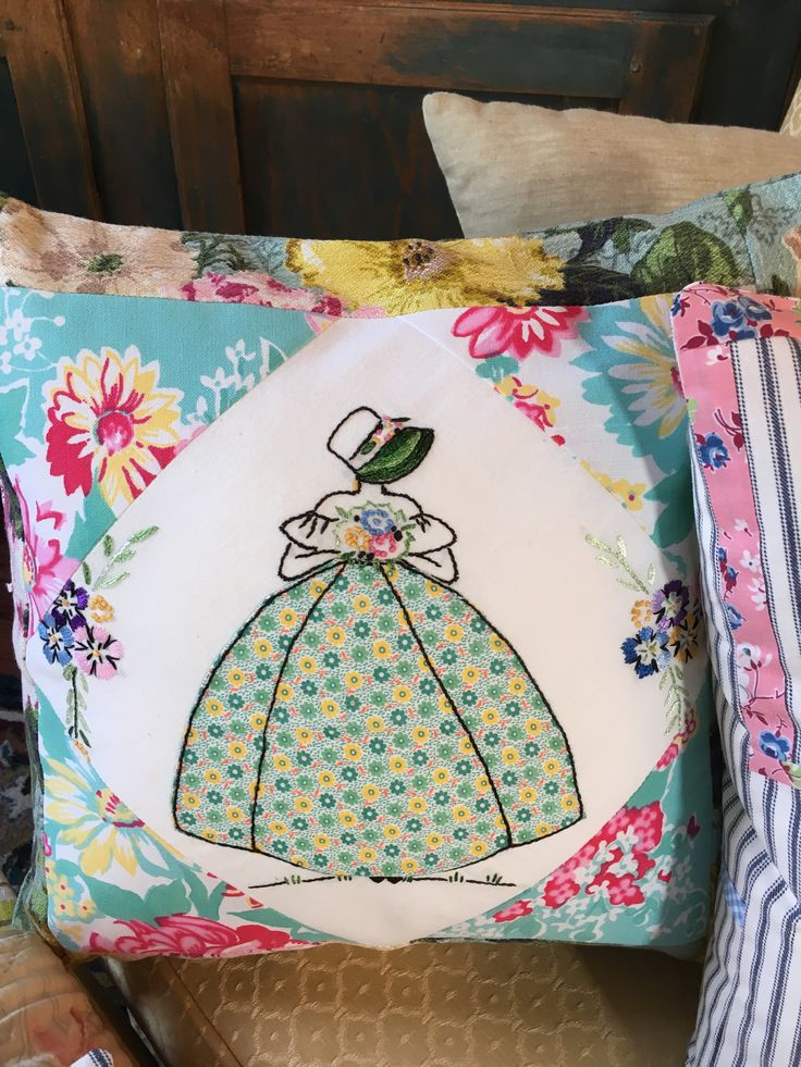 Bits of vintage fabric and embroidery from my stash,make a nice pillow.