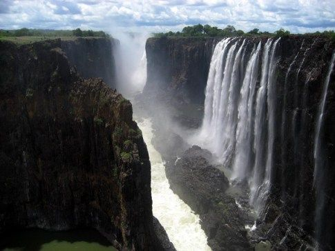 Below are ten most dangerous waterfalls with wonderful and breathe taking scene in the world: