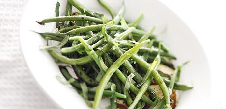 Balsamic Green Beans with Basil