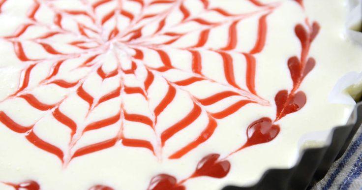 Klicka på bilden för att spela klippet där Roy Fares visar hur du på två sätt kan dekorera din cheesecake med snygga swirls!Recept på cheesecake hittar du här >>