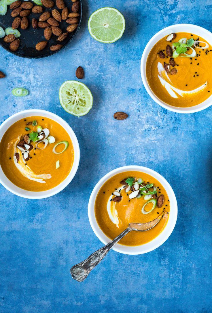 Græskarsuppe med røde linser, kokosmælk og karrypasta