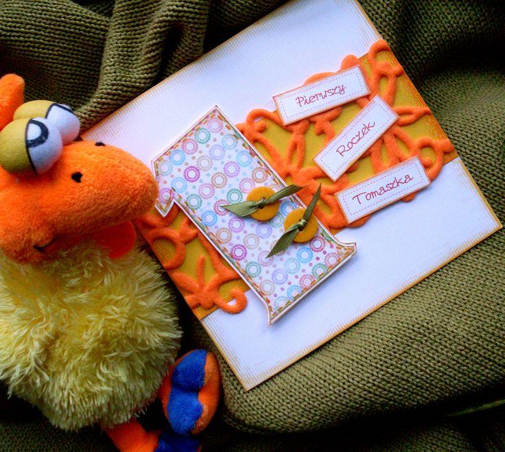 Kolorowe zaproszenia na roczek, które pasują również na drugie, trzecie, czwarte i piąte urodzinki.