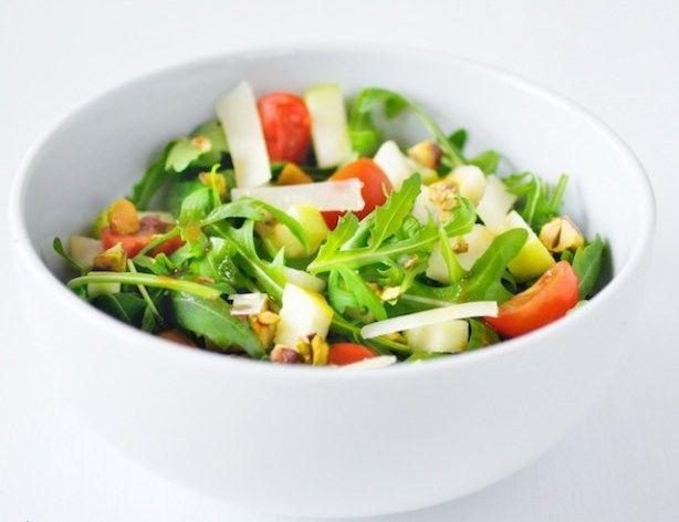 Salade van rucola, pistache nootjes en oude kaas