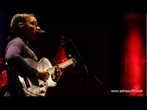 Lianne La Havas - Everything Everything - Live au Jamel Comedy Club - Adnsound.com    Absolutely beautiful!