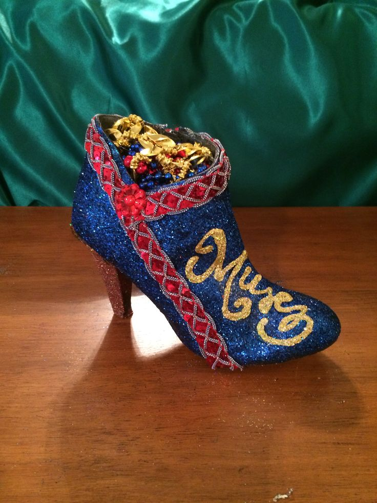 66bb7039f41e 919 best Mardi Gras Bead Art images on Pinterest