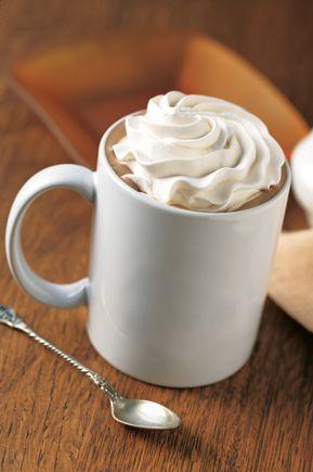 Starbucks - Bebidas CAFE MOCHA: Delicioso e intenso chocolate, con café espresso y leche al vapor, coronado con crema batida. Irresistible en los días fríos.: