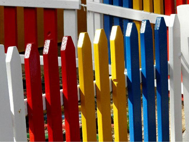 The Best Hue for Your Fence - http://www.smartbeginningsfp.org/the-best-hue-for-your-fence/