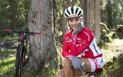 Scarica sfondi il ciclista svizzero, jolanda neff, mountain bike