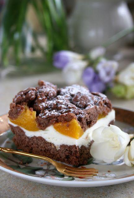 Kruche ciasto kakaowe z waniliową pianką i z brzoskwiniami | sio-smutki! Monika od kuchni