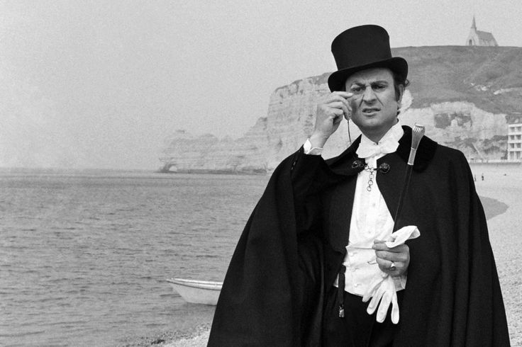 Le comédien Georges Descrières, incarne avec succès Arsène Lupin à la télévision. Georges Descrières est devenu populaire pour son rôle dans les aventures du gentleman cambrioleur, diffusées sur la 2e chaîne au début des années 1970.