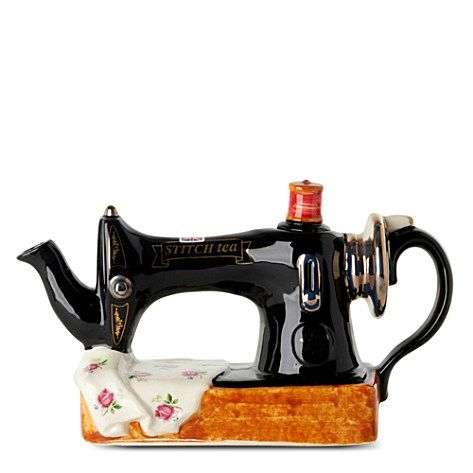 Sewing machine teapot from Selfridges...want!