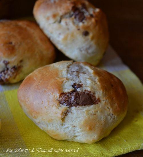Panini al cioccolato senza lievito di birra,panini fatti con lievito per dolci facile e veloce.Da preparare per merenda e ottimi anche il giorno dopo #dolci