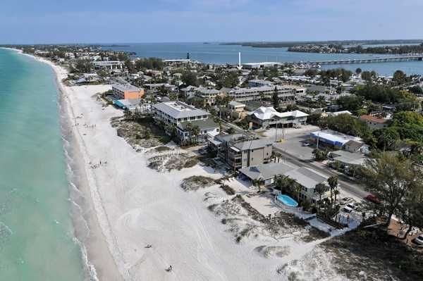 Enjoy the simple life a t Beach Bungalow, less than a block from the Gulf of Mexico