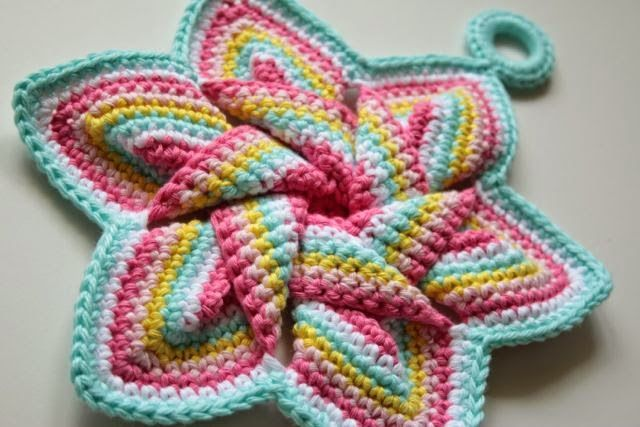 Cherry Heart: Ice-Cream Pot Holder from free pattern here: http://www.freecraftunlimited.com/flower-hot-pad.html