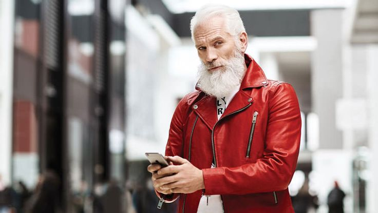 I always knew Santa was real… real FINE, that is! In Toronto, there's a mall Santa who's heating up everyone's Christmas with his dashing good looks and a