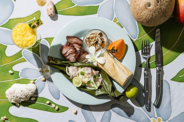 「タヒチ島の朝ごはん」をワールド・ブレックファスト・オールデイで。ココナッツのドリンクや伝統料理など 1枚目