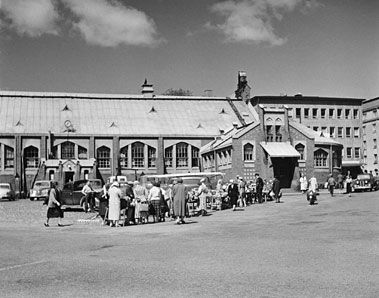 Hietalahden halli, Hietalahti market hall by Selim A. Lindqvist. Photo Helsingin kaupunginmuseo Constantin Grünberg 1950's.