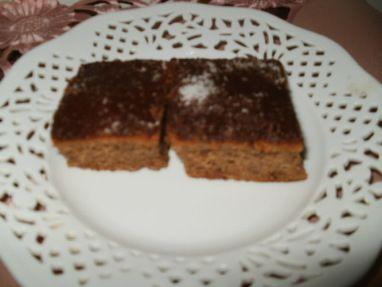 Vejce vyšleháme s moučkovým cukrem, přidáme 5 lžic horké vody, mouku, prášek do pečiva, škrob, kakao, rum a na...
