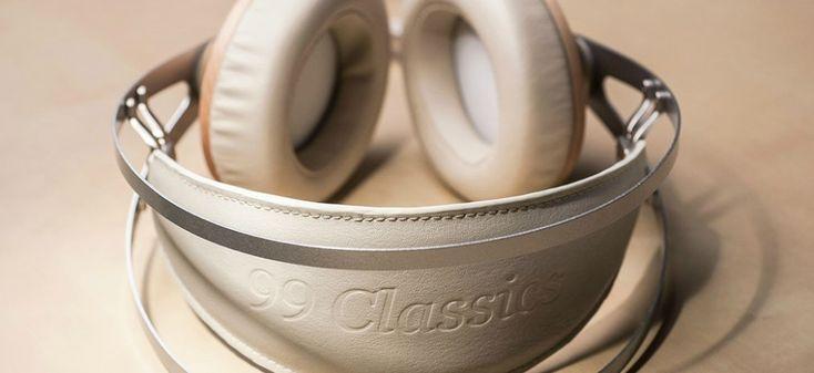http://leemwonen.nl/ontspanning-beleving-i-audio-design-de-zomer-kan-niet-meer-stuk-met-deze-headphones/ #headphone #audi #design #meze #classic #leather #wood #maple #music #summer #wannahave #luxe #luxury #koptelefoon #muziek #zomer #duneblue