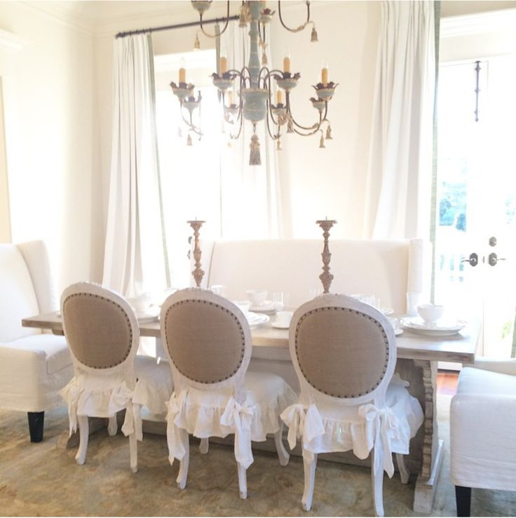 Gorgeous Dining Room for the Holidays! #homefortheholidays #diningroomideas http://realestatelifestyle.renatuspro.COM
