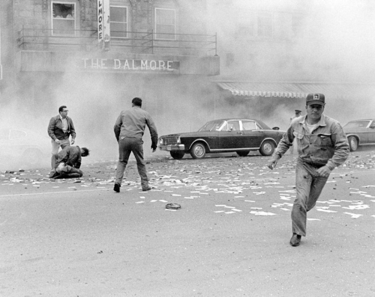 On May 10, 1973, photographer Don Dutton was in Kenora when there was news of a bank holdup in progress. Police had set up a blockade when it learned the robber was carrying dynamite. The robber came out of the bank twice, the last time ending in a deafening blast as the bomb went off. Seconds later, Dutton captured this NNA-winning photo.