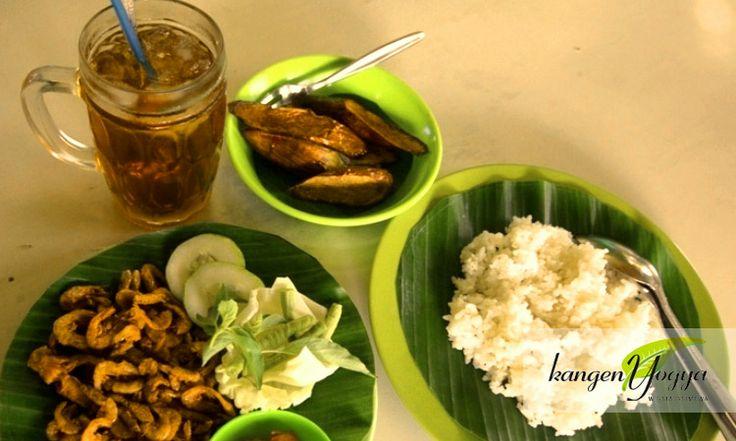 Sego Iwak Kali, traditional & simple lunch set | Ngasem market, Polowijan street, Kraton, Yogyakarta