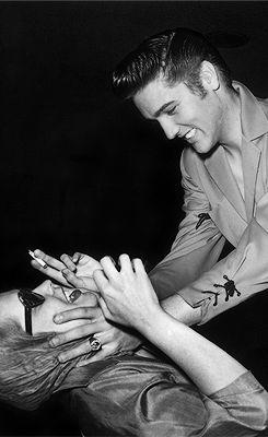 Elvis and Maila Nurmi (aka Vampira) in Las Vegas, 1956.: Elvis Aaron, Las Vegas, Vampira Meeting, Meeting Elvis, Elvispresley Photo, Aka Vampira, Aaron Presley, Elvis Presley, Maila Nurmi