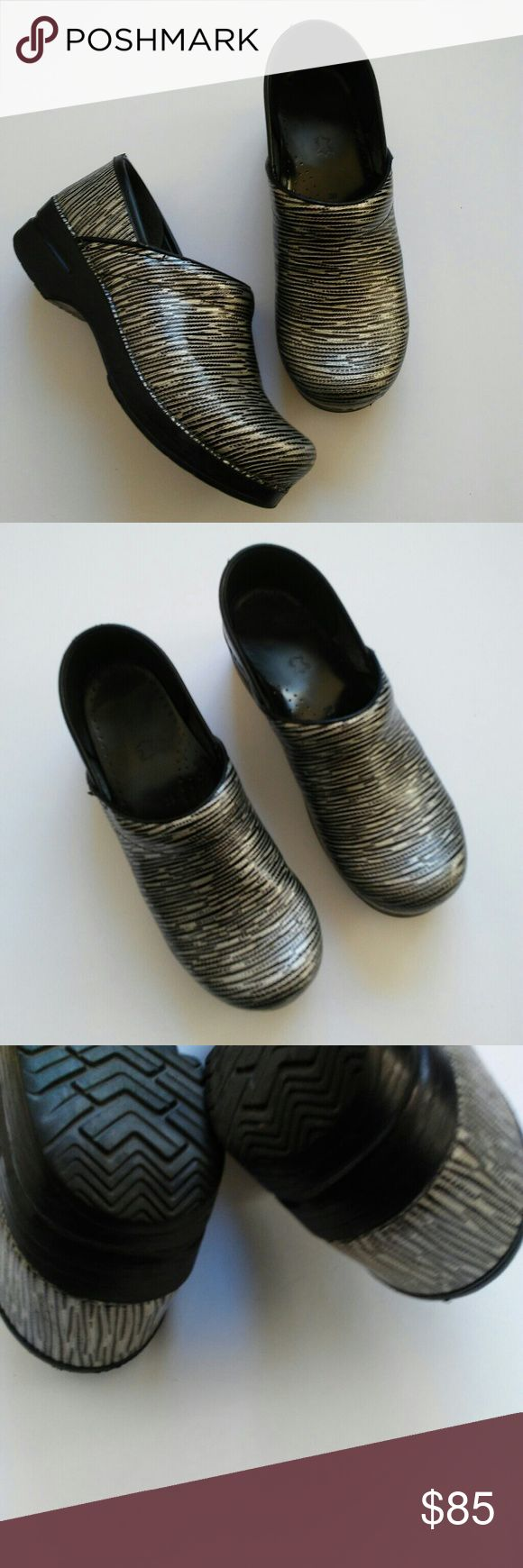 Dansko Clogs Silver Stripe Professional Nurse Excellent condition! Perfect for any season and profession with a lot of walking. Size 39 (8.5-9) according to dansko website.💕 Dansko Shoes Mules & Clogs
