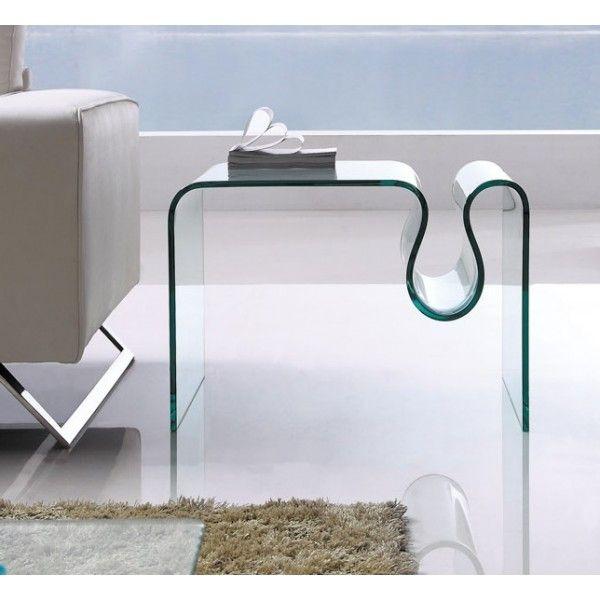 Mesa baja rectangular de diseño fabricada integramente en cristal curvado y templado de 12 mm. de espesor con acabado transparente.