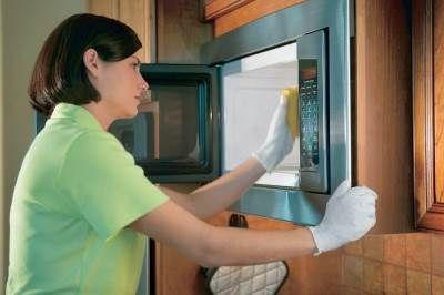 Как правильно очистить микроволновку натуральными средствами