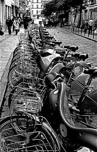 Station Vélib au Quartier Latin--Paris noir et blanc by regis frasseto, via Flickr
