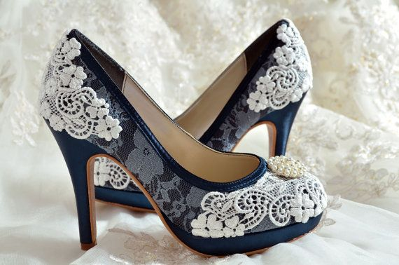 Wedding Shoes - Custom Colors 120 Choices - PBT-0382 Vintage Bridal Shoes-  Lace , Pearl Brooch, Women's Bridal Shoes op Etsy, 119,63 €