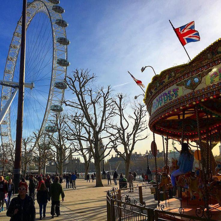 Атмосфера Лондона  #лондоне #лондон #лондонград #карусель #флаг #весна #атмосфера #настроение #англия #колесообозрения #атракционы #бигбен #набережная #темза #площадь #великобритания #london #londoner #londoneye #londoncity #londonlife #thisislondon #riverside #river #spring #england #flag by londonbuschannel