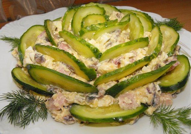 Нарядный и очень вкусный салат...улетает со стола в первую очередь!!!