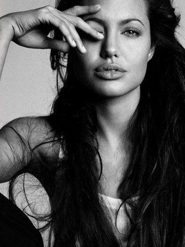 LOUIS VUITTON ADS 2011 - A marca solta a primeira imagem de Angelina Jolie no Camboja by Annie Leibovitz