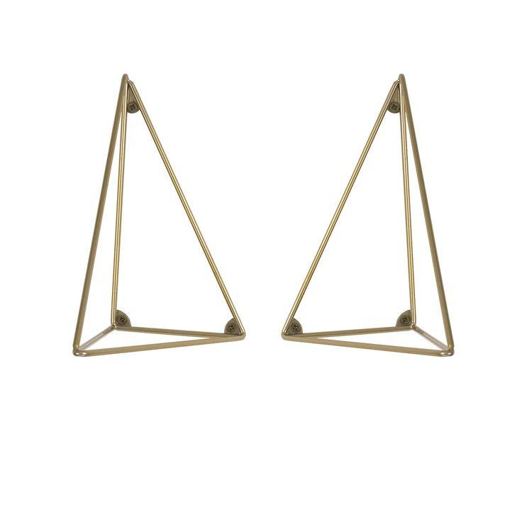 Set de 2 équerres pour étagère Pythagoras - Doré - Maze - Avec une géométrie inspirée du théorème de Pythagore, le système d'étagère Pythagoras designé par Maze se décline en paire d'équerres métalliques et en tablette boisée. Multipliant les finitions, ce véritable accessoire de rangement modulable affirme une esthétique géométrique qui renouvelle l'étagère murale, dans un style nordique inédit.