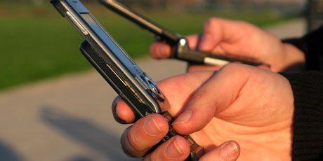España adapta la normativa permitiendo dispositivos #móviles en modo avión en despegues y aterrizajes #BOE #AESA #modoavión