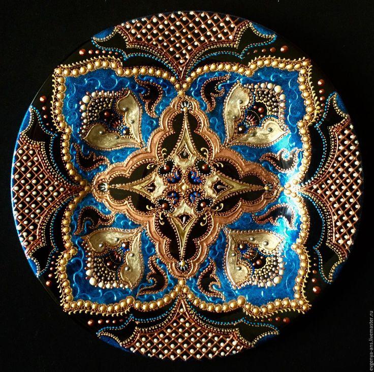 Купить или заказать Тарелка декоративная Blossom blue в интернет-магазине на Ярмарке Мастеров. Тарелка декоративная керамическая, 27 см. Выполнена в технике точечная роспись, с использованием лаковых красок. Прекрасное украшение интерьера. Замечательные подарок для ваших родных и близких. Есть крепление, можно вешать на стену. Перед оформлением заказа ознакомьтесь с ПРАВИЛАМИ МАГАЗИНА www.livemaster.ru/profile/viewpolicy/ Так как возникли некоторые технические проблемы в моем о...