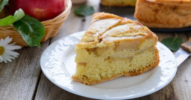 Recette de Gâteau allégé pommes-frangipane à moins de 100 calories la portion. Facile et rapide à réaliser, goûteuse et diététique.
