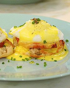 This simple recipe for eggs benedict makes the perfect Sunday brunch meal.
