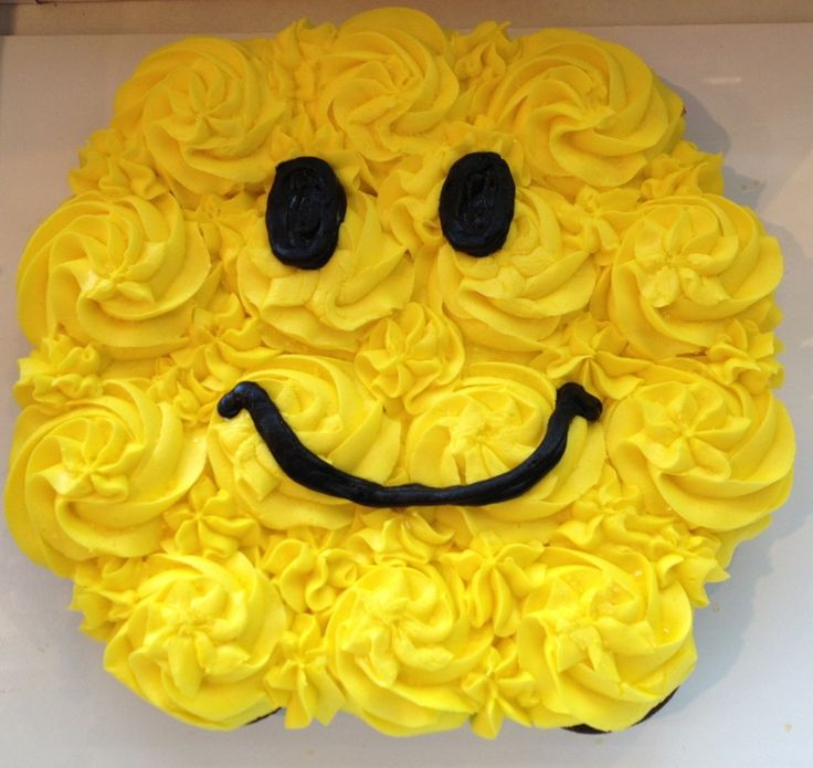 Smiley face cupcake cake