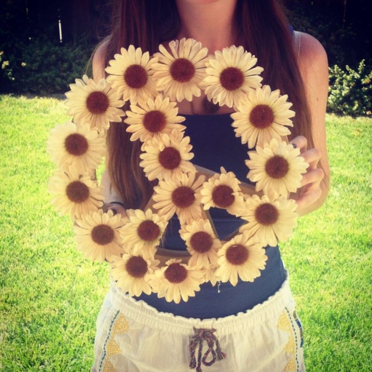 Flower peace sign :) just use flowers of choice, glue gun, and a cardboard 3D shape from a craft store #craft #art #hippie