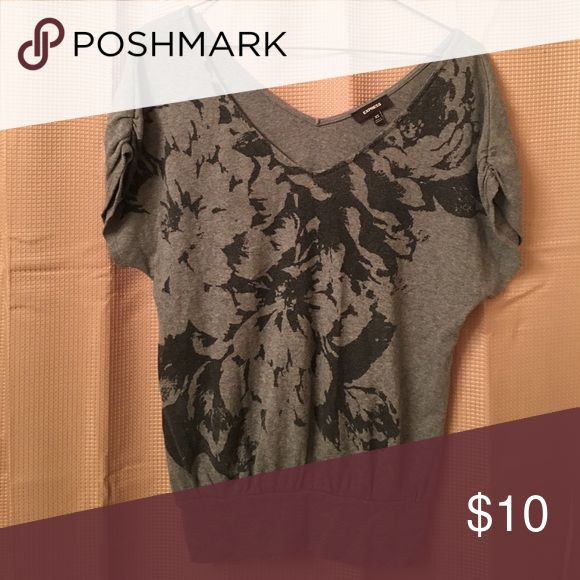 Floral top Floral top, rouched shoulders; fitted at bottom band, baggy/slouchy above Express Tops
