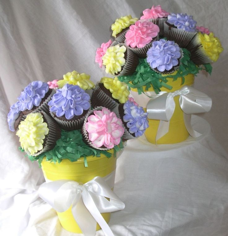 Cupcake Bouquet: Sand pails for the flower pots, shredded paper grass, & cupcakes on skewers! / mom2aemi