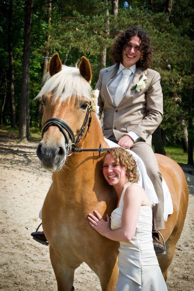 Aparte originele bruidsreportage trouwfoto's met paard